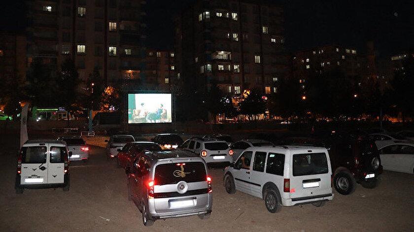 Siirt Belediyesi'nin 'Sinema etkinliğine vatandaşlar yoğun ilgi gösterdi