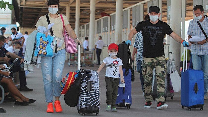 Ruslar geliyor: Antalyaya yarın 44 uçakla 12 bin 200 Rus turist bekleniyor