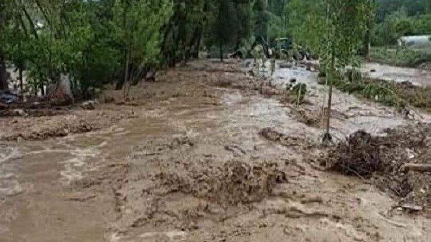 Kütahya haberleri: Yoğun yağış sonrası dereler taştı yollar kapandı