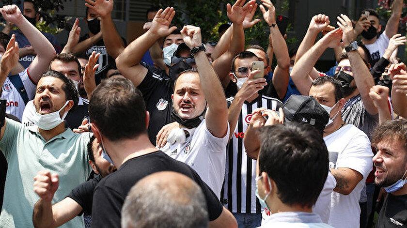 Beşiktaşlı taraftarlardan Sergen Yalçına destek: Evinin önünde toplandılar