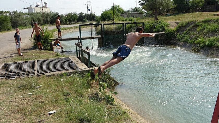 Adana haber: Sıcaktan bunalan çocuklar kanala akın etti - Yeni Şafak