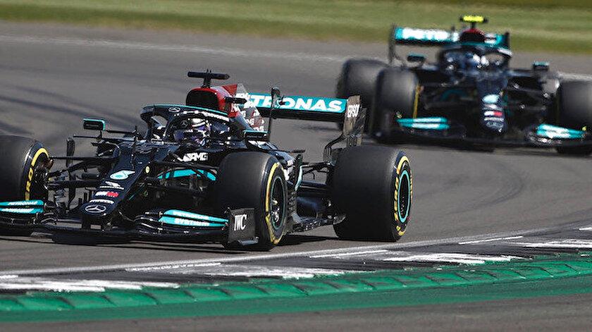 İngilterede nefes kesen son: Hamilton 10 saniyelik cezaya rağmen kazandı
