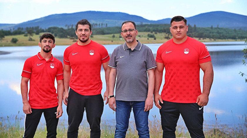 Bakan Kasapoğlundan olimpiyatlara katılacak milli güreşçilere destek ziyareti