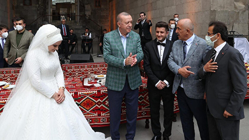Cumhurbaşkanı Erdoğan dünyaevine giren geç çifti kabul etti