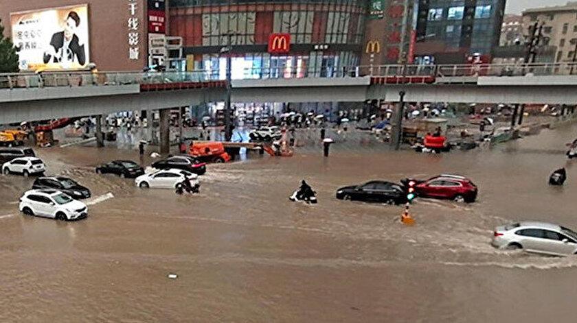Çindeki sel nedeniyle en az 25 kişi hayatını kaybetti