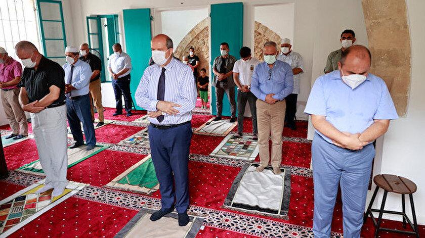 Kapalı Maraşta 47 yıl sonra ilk cuma namazı: Cumhurbaşkanı Tatar vatandaşlarla ibadete açılan Bilal Ağa Mescidinde cuma namazı kıldı
