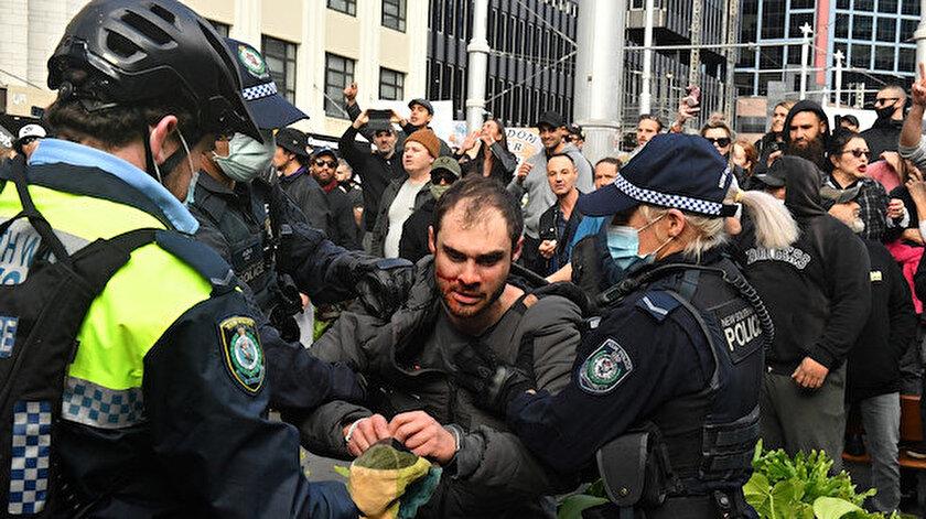 Avustralya'da aşı ve karantina karşıtları sokaklara döküldü