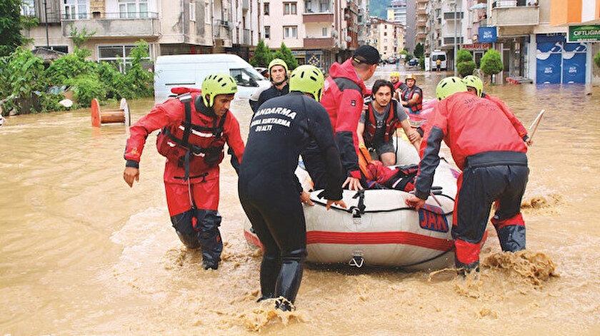AFAD'ın hızı yüzlerce  kişiyi kurtardı