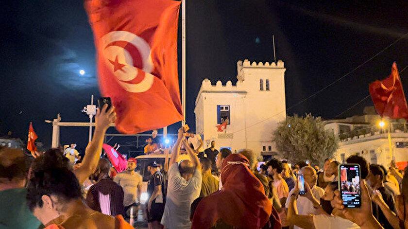 Son dakika Tunusta darbe girişimi: Meclis Başkanı Gannuşi ve beraberindeki milletvekilleri parlamentoya alınmadı
