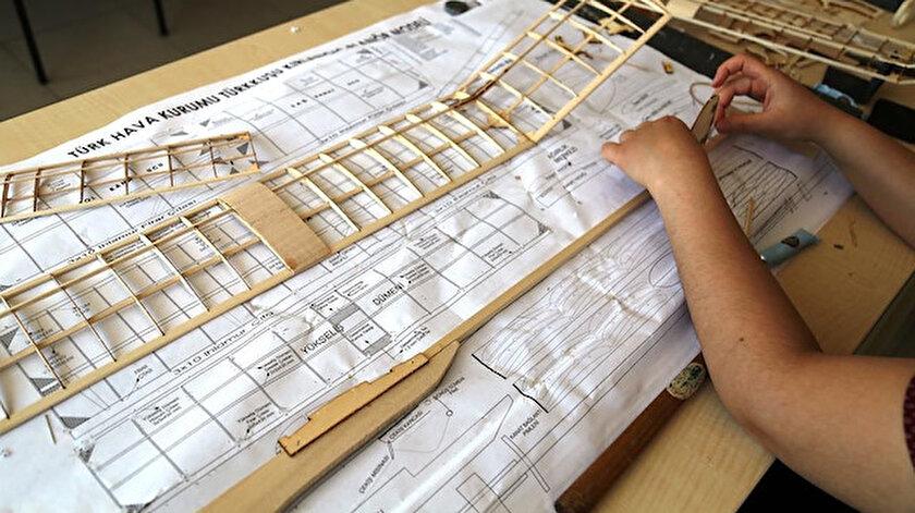Kursiyerler model uçak konusunda eğitim alıyor