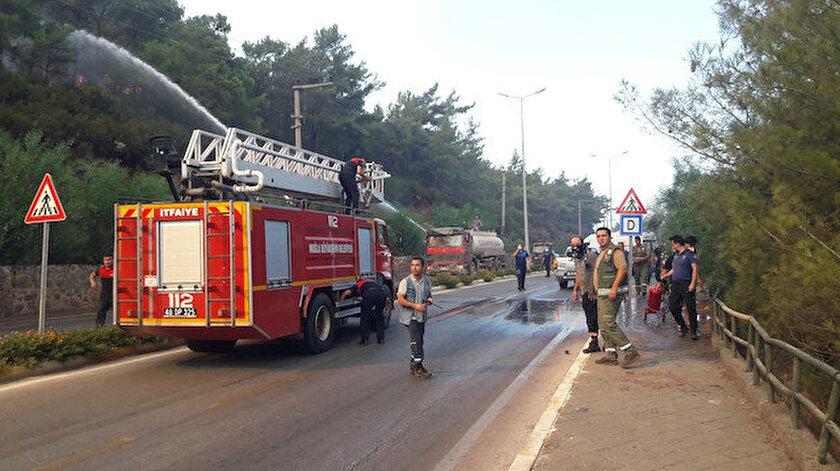 Marmariste orman yangını: İçmeler Karayolu trafiğe kapatıldı