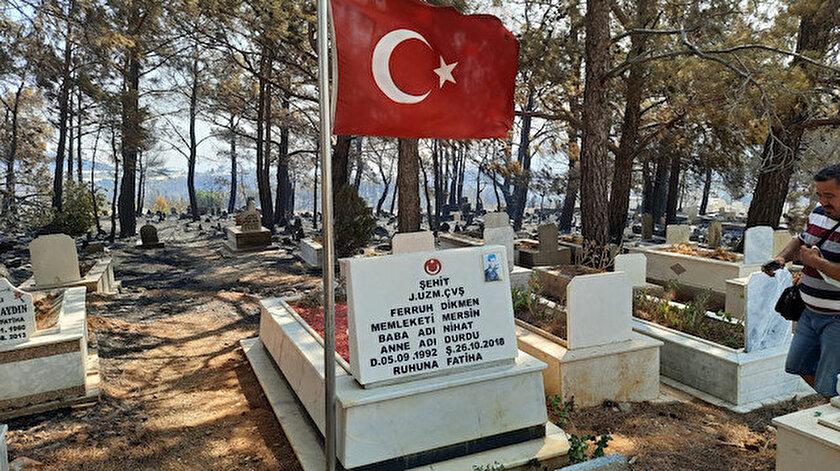 Tüyleri diken diken etti: Alevler içinde kalan mezarlıkta şehit kabri ve Türk bayrağı yanmadı