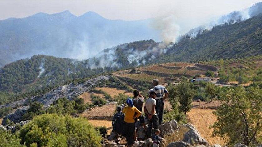 Mersinde iki ilçedeki yangınlar devam ediyor: Havadan müdahale yeniden başladı