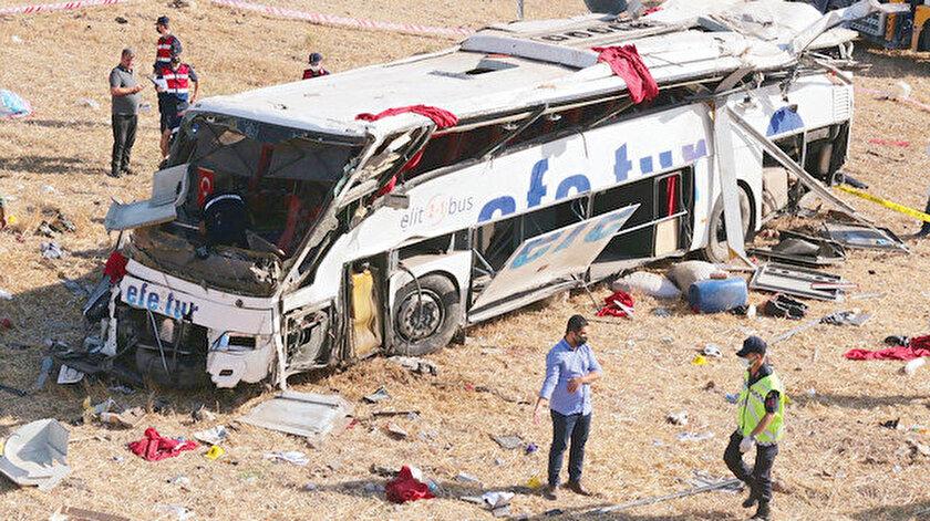 Abbiegen mit 95 km/h: 2 Verkehrsunfälle 23 Tote 28 Verletzte