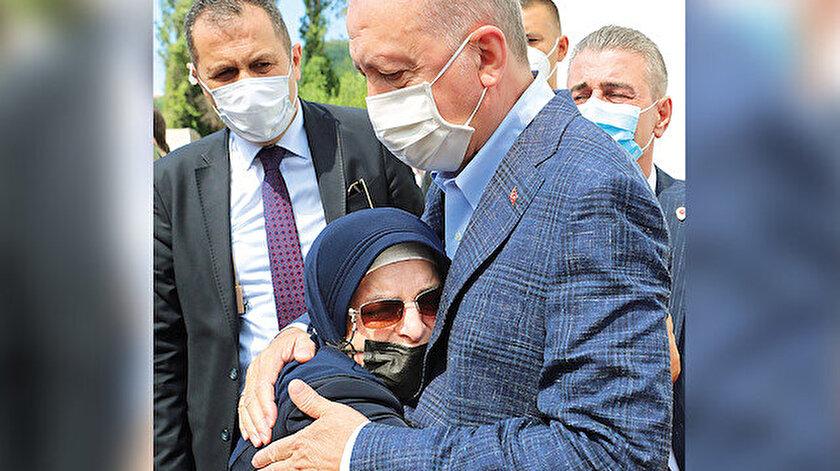 Cumhurbaşkanı Erdoğan sel felaketinin yaşandığı Bozkurt ilçesini ziyaret etti: Tüm imkanlarımızla sizinleyiz