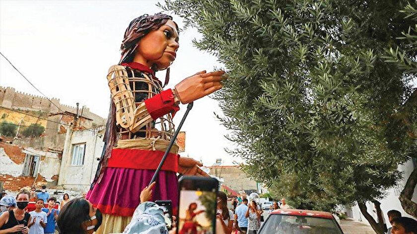 Kuklaya bile ayrımcılık: Küçük Amal Yunanistana sokulmadı