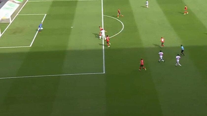 Augsburg-Bayer Leverkusen maçında Iagodan kendi kalesine harika gol