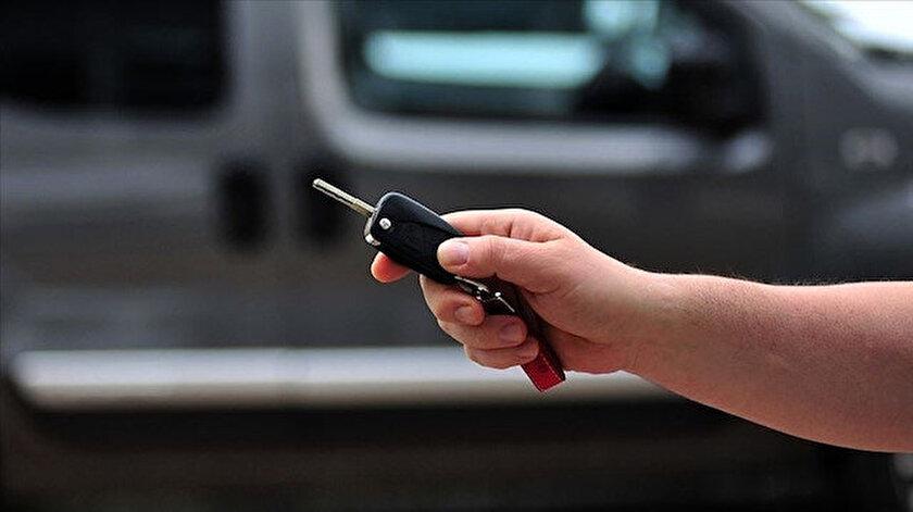 İkinci el otomobilde online satışta fiyatlar yükseldi satışlar azaldı