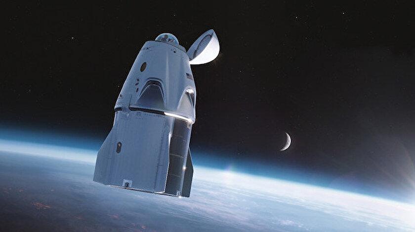 Uzay turizminde yarış kızışıyor: SpaceXin yolcuları 3 gün boyunca dünya çevresinde tur atacak