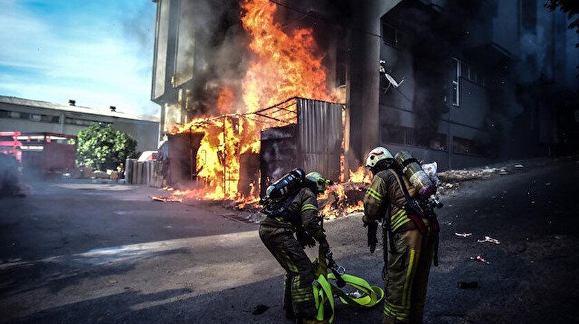 Son dakika... Bahçelievler'de mobilya fabrikasında korkutan yangın