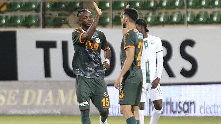 Galatasaraydan ayrılan Emre Akbaba ilk maçında sosyal medyayı salladı