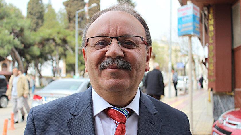 CHPli Merzifon İlçe Başkanı Hasan Koparan İstiklal Marşını tesettürlü öğretmenin okutmasını hazmedemedi
