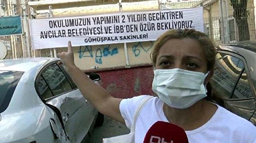 Velilerin pankartlı isyanı: Okulumuzun yapımını geciktiren Avcılar Belediyesi ve İBBden özür bekliyoruz