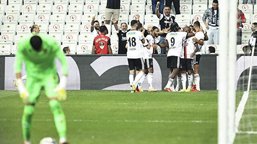 Beşiktaşa kötü haber: Yıldız futbolcu kadrodan çıkarıldı