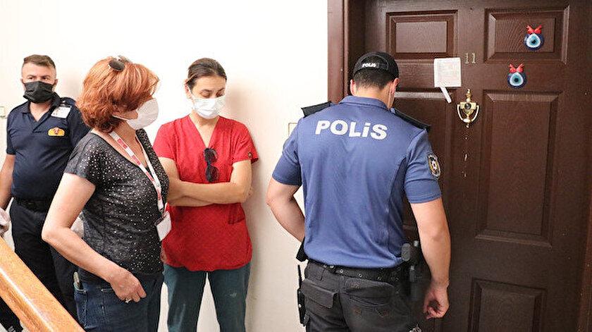Apartmandan kötü kokular gelince komşular polisi aradı: Ekipler içeri girince şoke oldu