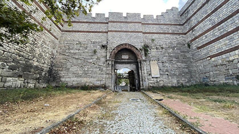 Fatihin ordusunun İstanbula girdiği kapı madde bağımlıları ve evsizlere mesken oldu