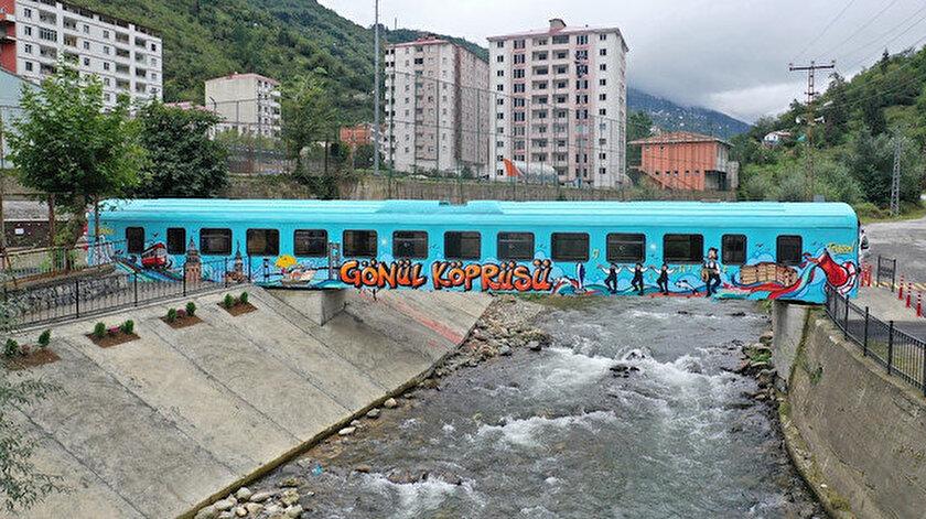 Hurda haldeki vagon Trabzonlu öğrencilerin Gönül Köprüsü oldu