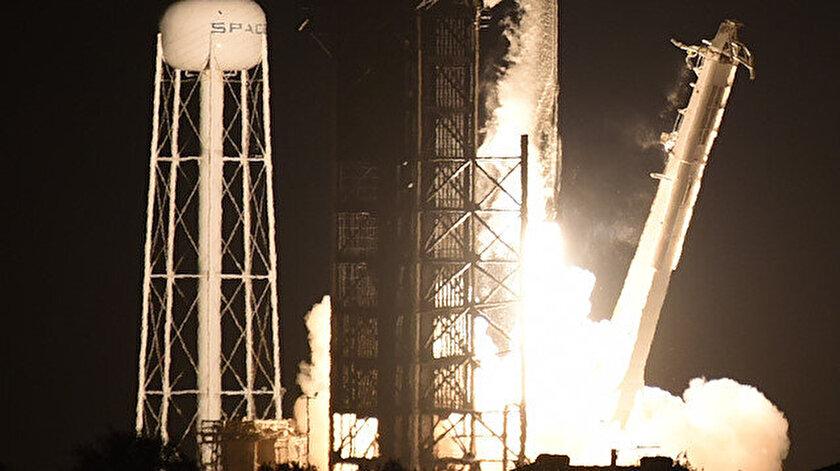 SpaceXten tarihi uçuş: Astronotsuz uzay yolculuğu
