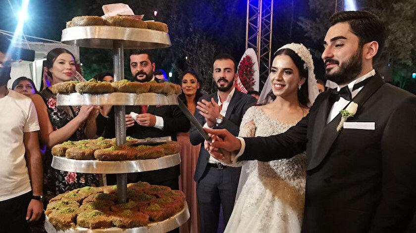 Düğünde pasta yerine burma kadayıfı kestiler