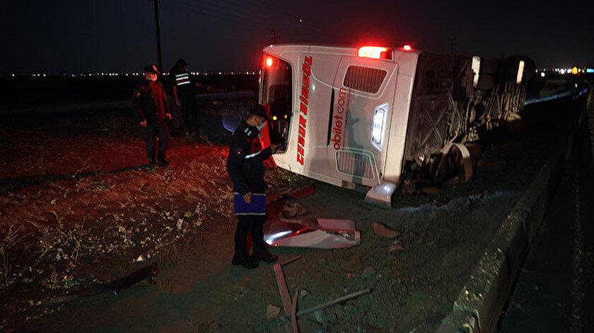 Konyada yolcu otobüsü devrildi: Biri ağır 14 yaralı var