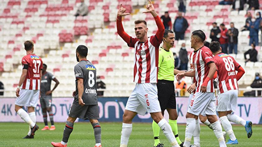 Süper Ligi sallıyor: Defans diye geldi golcü çıktı