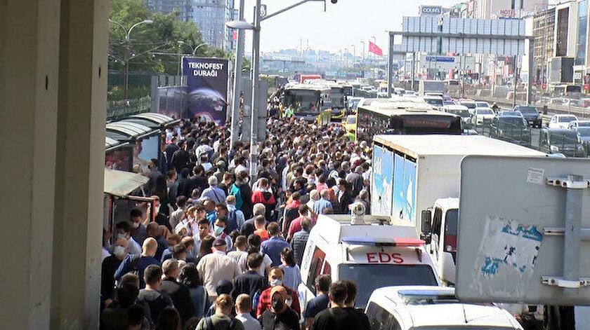 Şirinevlerdeki toplu taşıma yoğunluğu yollara taştı
