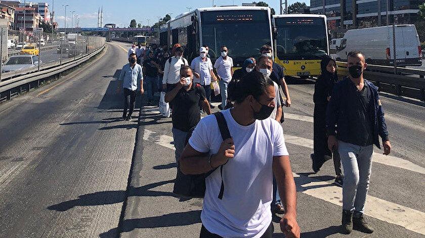 İstanbullunun yol çilesi bitmiyor: Metrobüs yine arıza yaptı vatandaşlar yürümek zorunda kaldı