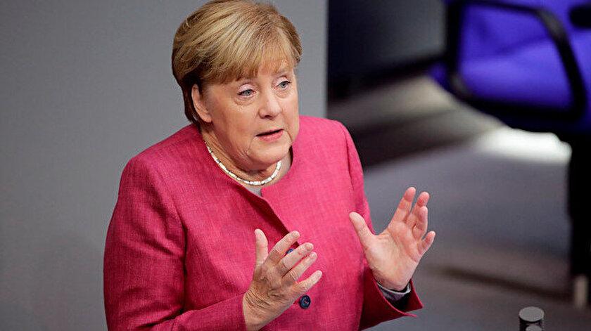 Merkelden övgü dolu sözler: Türkiyeyi görmezden gelemezsiniz
