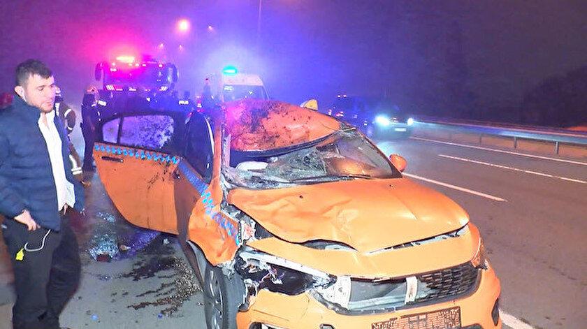Eyüpsultanda taksi ata çarptı; At öldü, 2 kişi yaralandı