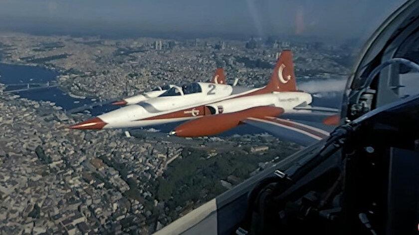 Türk Yıldızlarının kokpitinden 360 derece çekilen görüntüler paylaşıldı