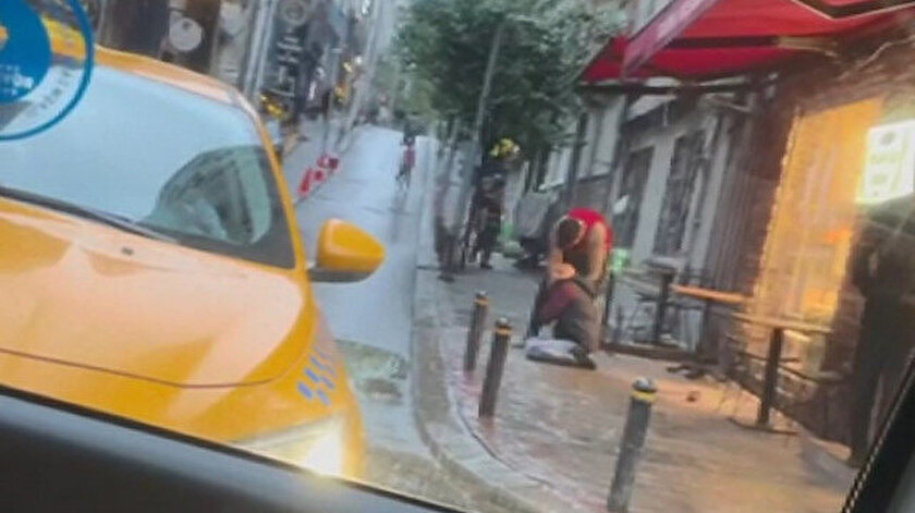 Amerikalı turist terör estirdi: Otel çalışanını sokak ortasında dövdü