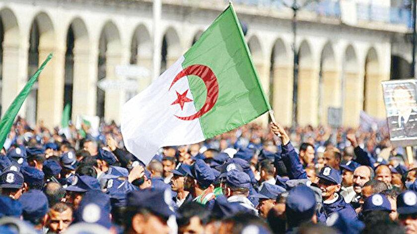 Cezayirden Macrona cevap: Osmanlı bizi Haçlıya karşı  korudu
