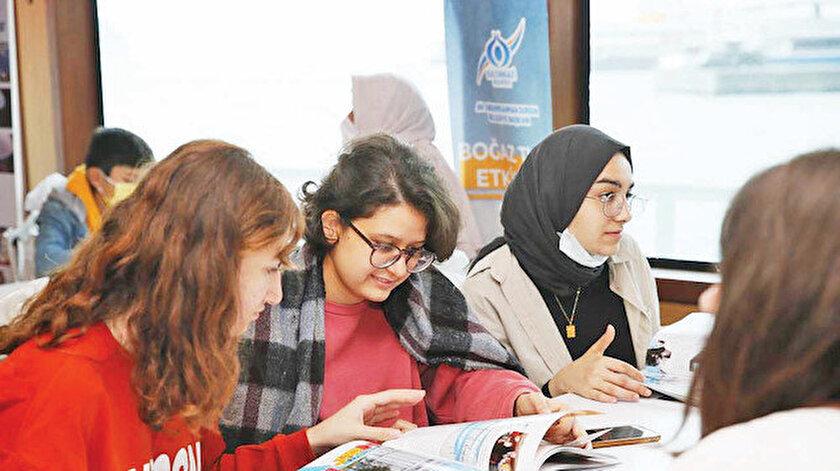 Sultangazili gençlere Boğaz turu sürprizi 