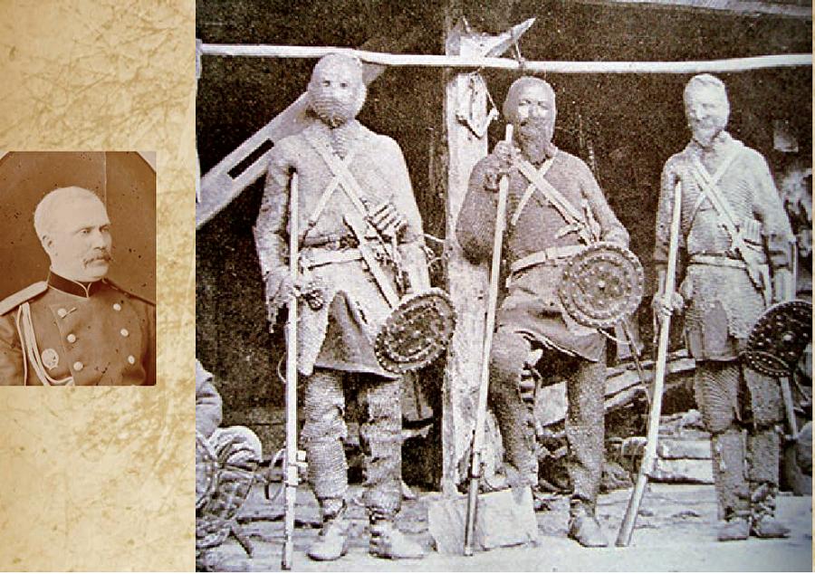 Son direnişin merkezi Büyük Türkmen sahrasının ele geçirilmesinin önündeki en büyük engel olan Göktepe'yi savunan zırhlı Türkmen askerleri.(sağda)-Harikalar yaratan general 1877-78 Osmanlı-Rus Savaşı'nda lojistik komutanı olarak hizmet veren Annenkov(solda), Hazar kıyısındaki Kızılsu'da bir demiryolu inşası için görevlendirilmişti.