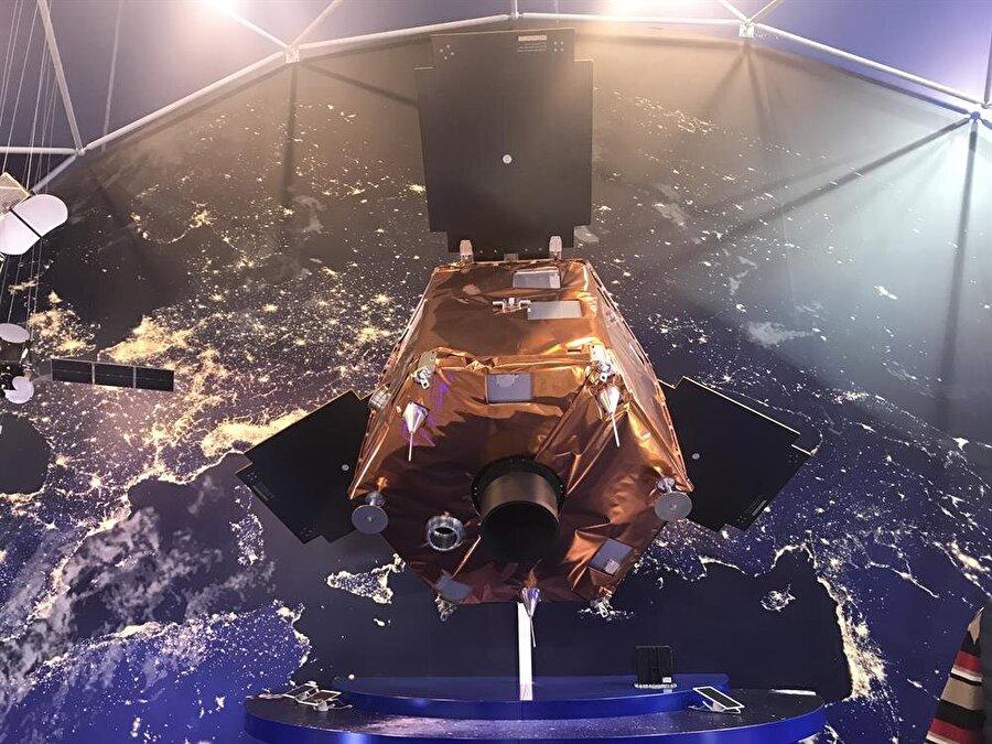 GÖKTÜRK-1, dünya çevresini 90 dakika içinde turlayabiliyor. Uydunun her yıl 60 bin fotoğraf kaydetmesi gerekiyor.