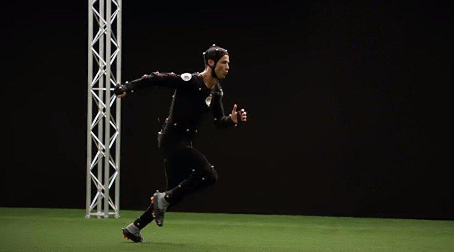 Hazırlık esnasında Ronaldo'ya özel kostüm giydiren ekip, yıldız futbolcunun tüm hareketlerini kayıt altına almış ve bunu oyuna yansıtmış.