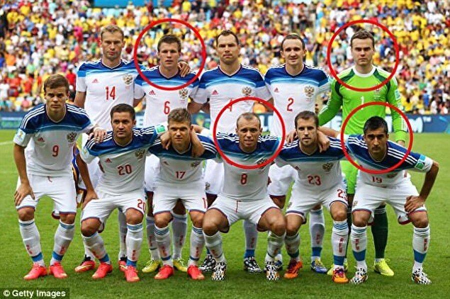 2014 Dünya Kupasında forma giyen Maksim Kanunnikov, Denis Glushakov, Igor Akinfeev ve Aleksandr Samedov. Oyuncular Konfederasyonlar Kupası'nda da milli takım kadrosundalar.