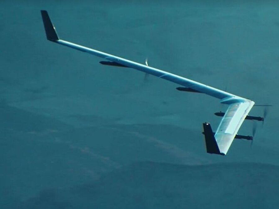 Facebook, bu kapsamda interneti havadan yayma fikrini bir insansız hava aracı Aquila ile sağlamayı amaçlıyor.