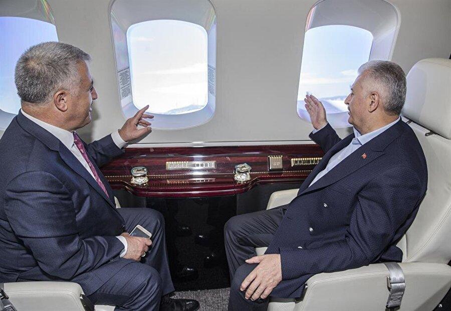 Yapımı devam eden dev projeleri havadan inceleyen Yıldırım'a, Ulaştırma, Denizcilik ve Haberleşme Bakanı Ahmet Arslan eşlik etti.