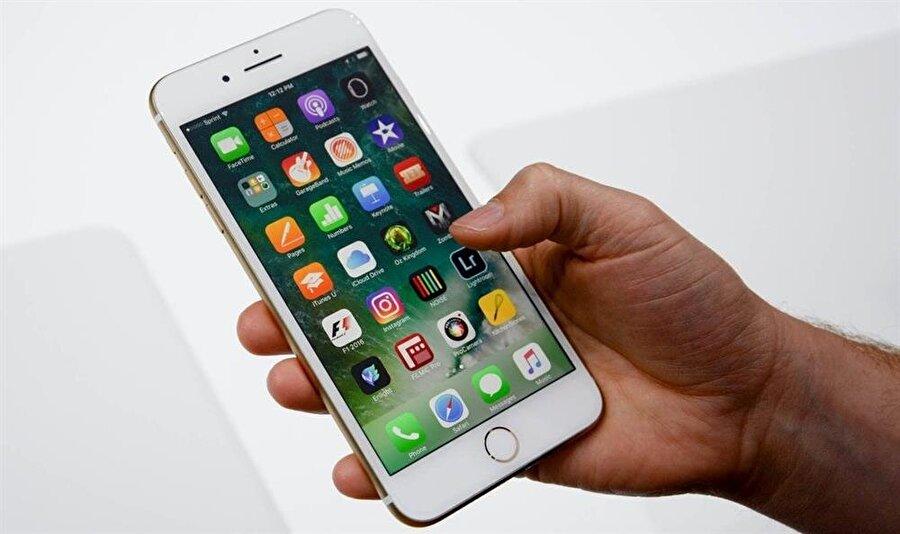 """iPhone'lardaki """"Rahatsız Etme"""" özelliği sayesinde telefon belirlenen durumlarda arama ve bildirimlere karşı sessize alınabiliyor."""